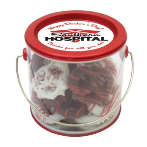 Holiday Chocolate Pretzel Grahams in Mini Pail (20 ea)