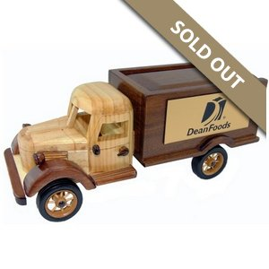 Wooden Sliding Lid Truck with Jelly Bellys